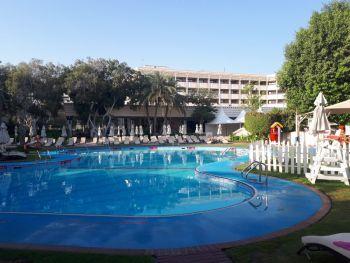 Бассейн отеля Ле Меридиан в Абу-Даби