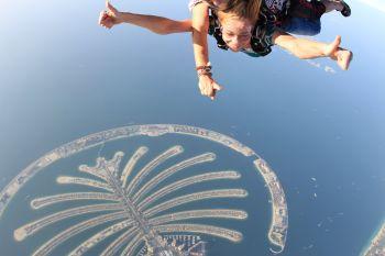 Прыжок с парашутом - Dubai skydrive