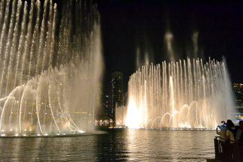 Дубай Молл  светомузыкальный фонтан
