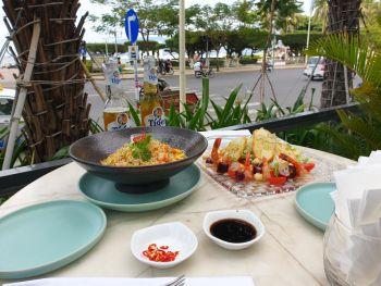 QUI ресторан на первом этаже отеля Citadines в Нячанге