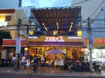 Внешний вид реторана Tuan's - еда в Нячанге