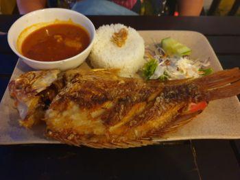 Жареный окунь в ресторане Tuan's - где можно поесть в Нячанге морепродуктов