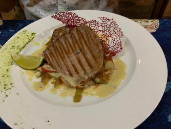 Стейк из тунца в ресторане La Villa  - Еда в Нячанге