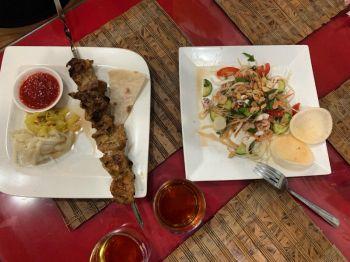 Шашлык и салаг Сайгон в ресторане Шашлычный двор